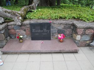 Rose_of_Turaida_tomb_in_Sigulda